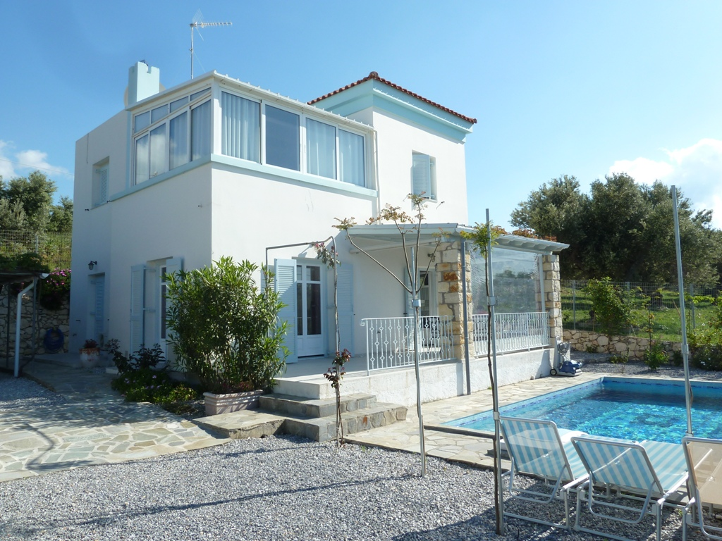 Detached 2 storey villa 142 m2 on plot of 380 m2