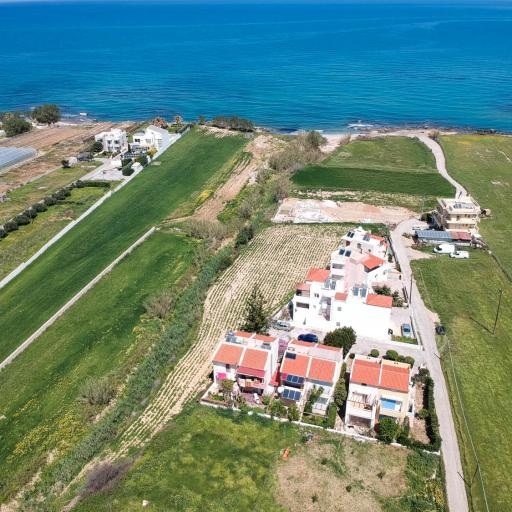Building plot of 1100 m² near to the sandy beach of Rethymno with ready building proposal