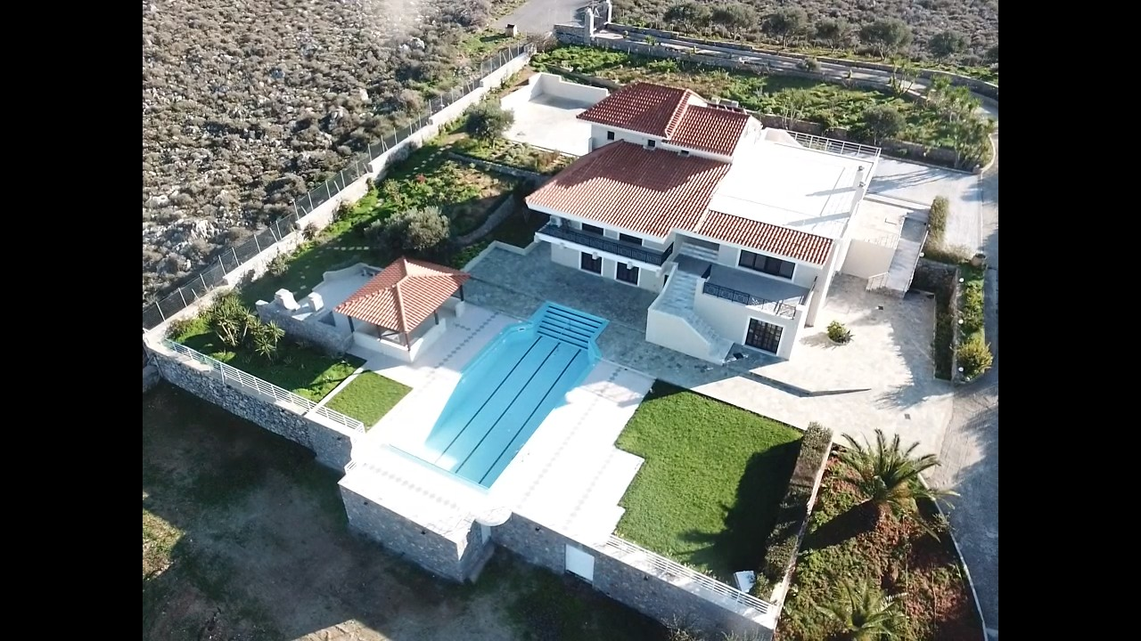 Luxurious villa of 445 sqm for sale