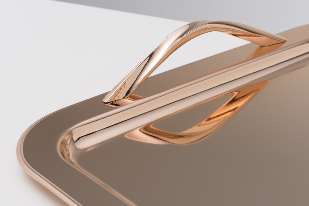 PINK GOLD PLATED TRAY, SQUARE 35 X 35 CM W PINK GOLD PLATED HANDLES